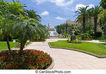 Impeccable garden in Monaco - Garden and fountain near the...