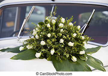 flowers on a car - Beautiful flowers on the weddingday