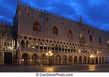 Doges Palace, Venice in the first morning light - Facade of...