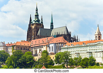 Prague castle and St Vitus Cathedral (Czech Republic) -...
