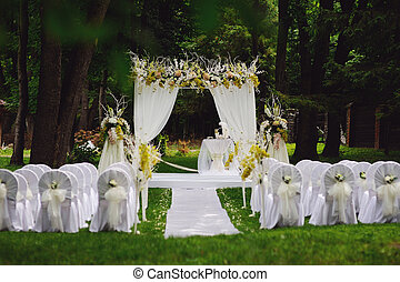 wedding ceremony in garden - wedding ceremony in oak garden