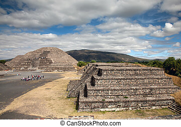 Teotihuacan in Mexico - Teotihuacan is an enormous...