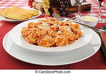 Cheese tortellini with Marinara sauce