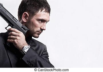 ortrait, de, joven, hombre, con, arma de fuego, en, blanco,...
