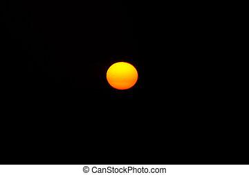 Sunset - Soleil couchant orange avec ses t?ches solaire.