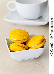Round yellow marron cookies with lemon cream
