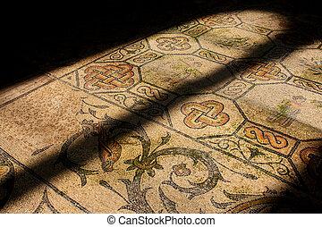 R?misches Mosaik in alter Kirche
