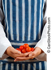 Chef, mujer, tomates