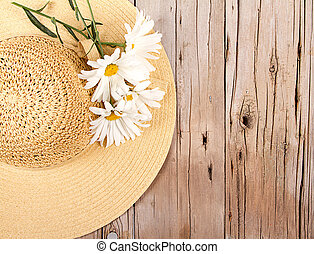 sun hat on wooden plank - Sun hat and daisies on wooden...