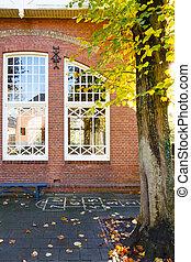 viejo, escuela, patio de recreo