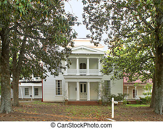 Plantation House - An old plantation house in the deep south...