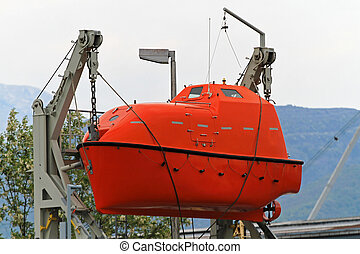 Lifeboat for emergency evacuation from sinking ship