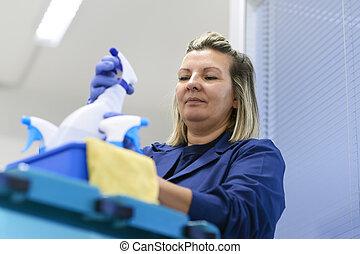 mujer, trabajando, profesional, limpiador, oficina
