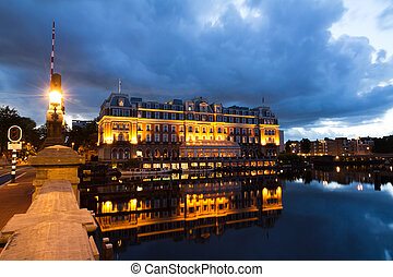 Amstel hotel - Early morning view on the Amstel Hotel in...