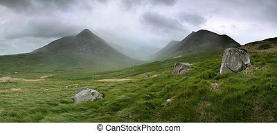 glen sannox - Glen Sannox in Arran in dramatic cloud and...