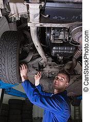 coche, feliz, mecánico, debajo
