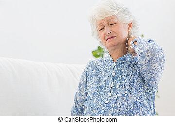 Idoso, mulher, tendo, pescoço, dor
