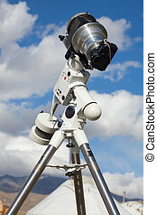 A reflex camera mounted on a tripod. - A single lens reflex...