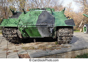 Self-propelled gun mount