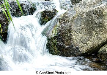 Iao Valley National Park, Maui Hawaii - Beautiful slow...