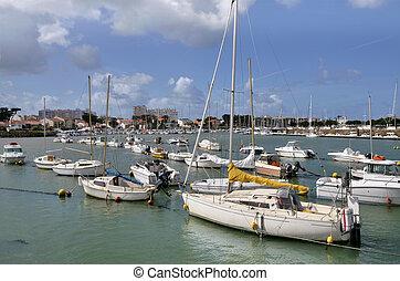 Port of Saint-Gilles-Croix-de-Vie i - Sailboats in the port...