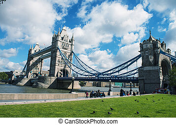 Beautiful view of famous Tower Bridge in the autumn morning,...