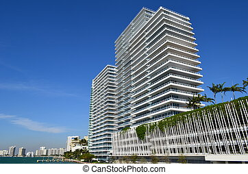 Luxury Condos on Biscayne Bay - Miami Beach luxury condos on...