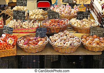 Onion and garlic - Baskets with variety of onion and garlic...