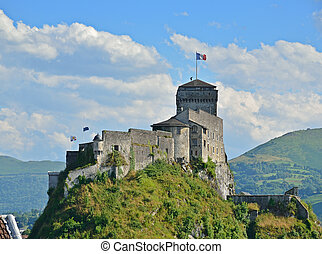 Medieval fortress of Lourdes - An ancient castle dominates...