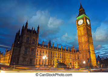 Big Ben and House of Parliament at dusk from Westminster Bridge