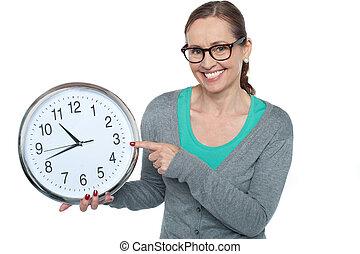 嗨!, 時間, 什么是