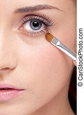 Eye makeup - Young beautiful woman applying makeup eye...