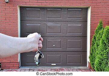 door to the garage - Opening the garage door remote control