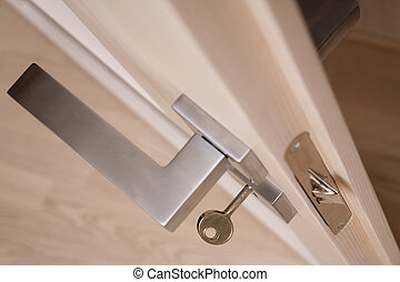 Door handle with a key horisontal - Metal door handle with a...