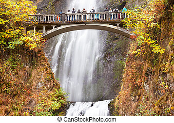 Multnomah Falls Waterfall Columbia River Gorge, Oregon -...