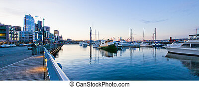 Seattle waterfront near aquarium with marina and boats. -...