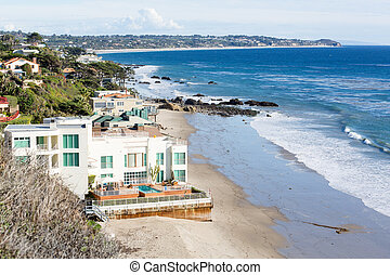 Houses by ocean in Malibu california - Modern houses...