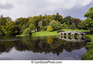 Stourhead Gardens - Lake and bridge at Stourhead in...