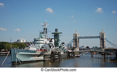 HMS Belfast and River Thames - The navy ship HMS Belfast...