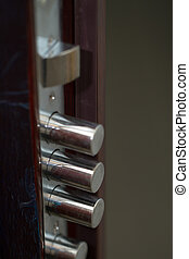 safety locking system with 4 pins