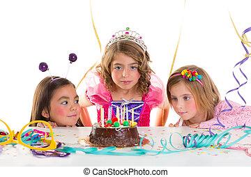 看, 女孩, 巧克力, 孩子, 生日, 蛋糕, 黨, 興奮, 孩子