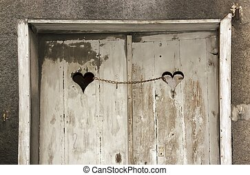 Door of the chained loves