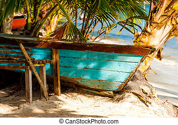 Beached Canoe - Canoe on the beach on san Andres y...