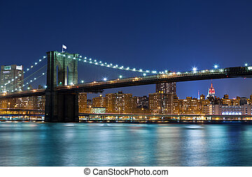 Brooklyn Bridge - Image of Brooklyn Bridge with Manhattan...