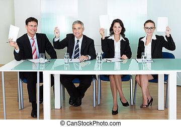 grupo, jueces, tenencia, Arriba, blanco, tarjetas