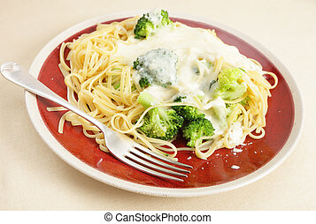 Pasta, broccoli and cheese sauce meal