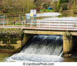 floodwater run-off at Yalding - Yalding weir wide open to...