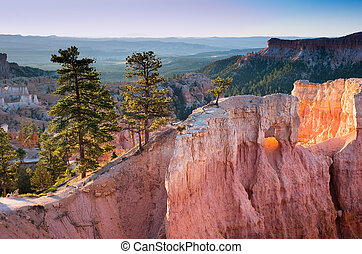standstone cliffs at sunrise in Bryce Canyon