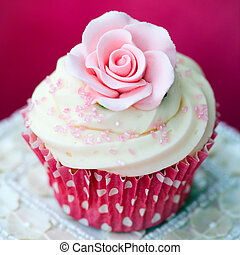 Rose cupcake - Cupcake decorated with a pink sugar rose