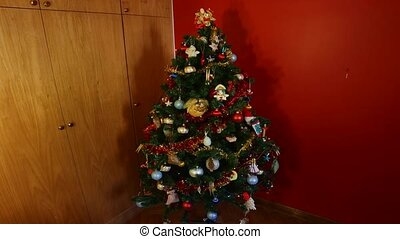 Christmas tree animation - Christmas tree decorations stop...
